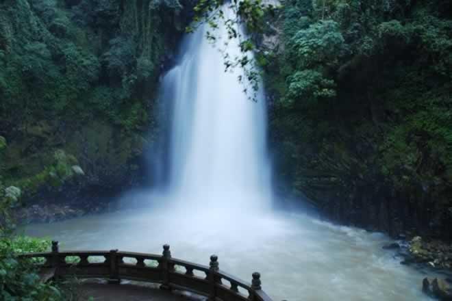 腾冲叠水河瀑布
