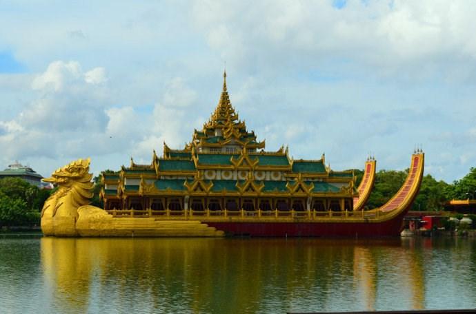 卡拉威宫-鸳鸯船餐厅